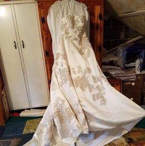 Wedding dress size 4...not altered